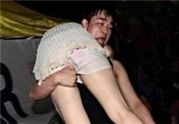 独家曝光:女子喝醉被捡全过程